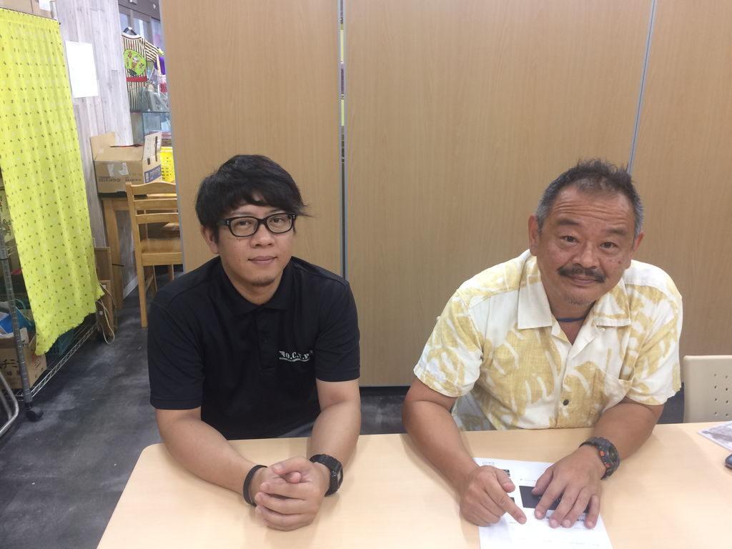 沖縄市観光物産振興協会の花城さんと山田さん