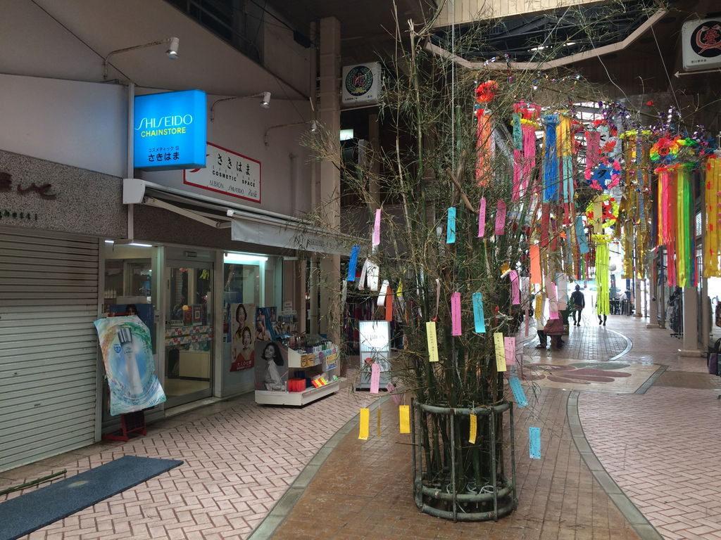 沖縄市一番街商店街の七夕の笹