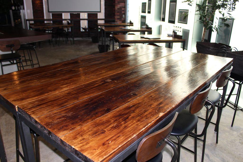 鉄板料理と和食の店なかたのテーブル