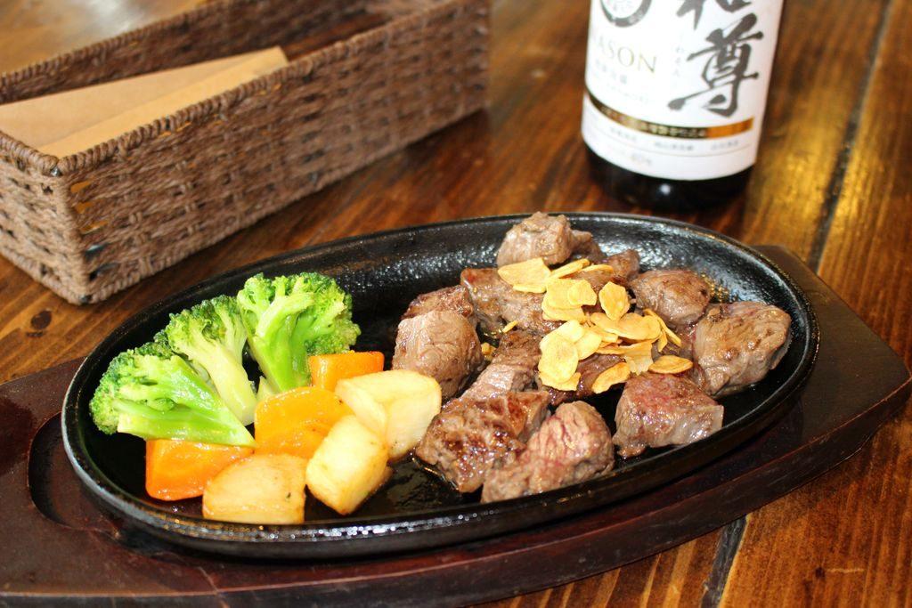 鉄板料理と和食の店なかたのステーキ