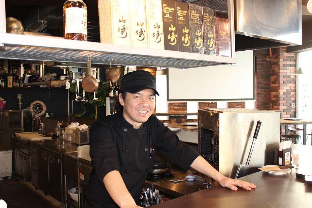 鉄板料理と和食の店なかた店長の西原さん
