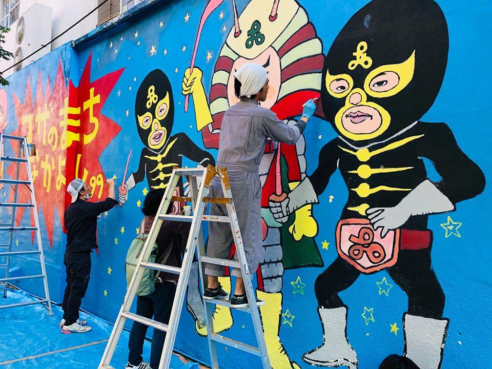 パルミラ通りの壁画の補修作業