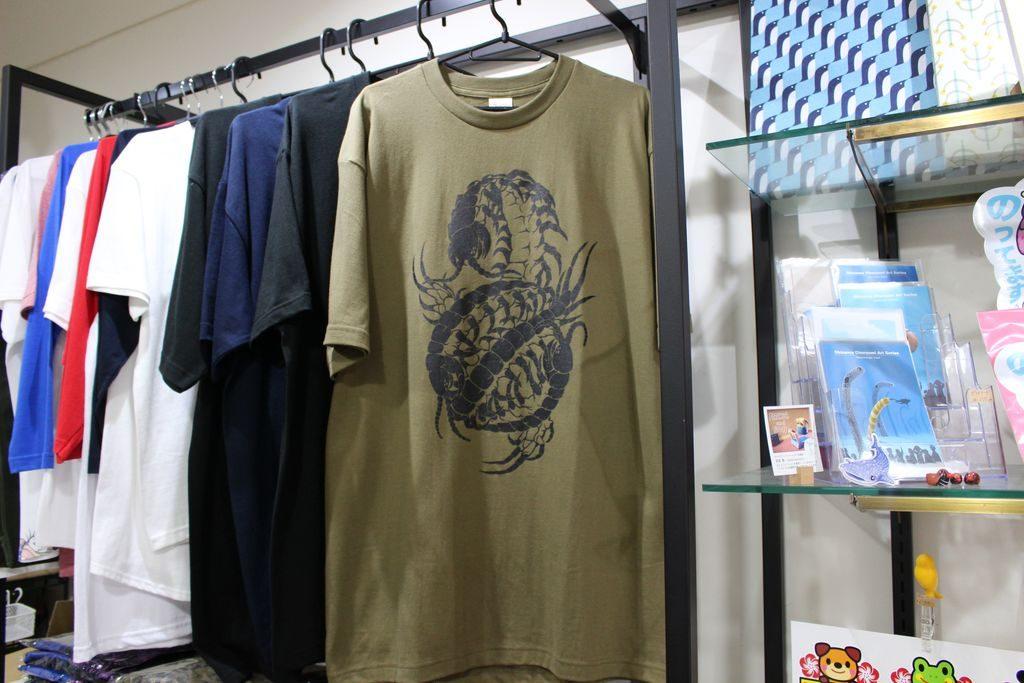 オフィスニーフェのリアルすぎる生き物Tシャツ