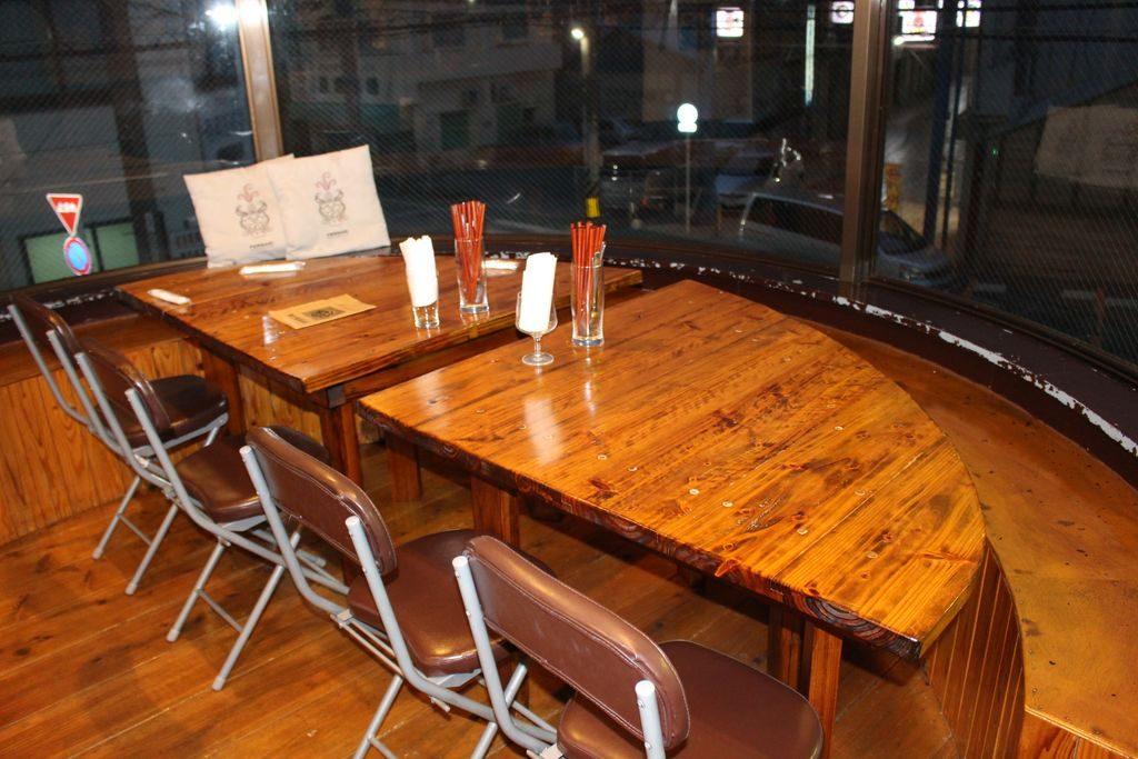 コザ麦酒工房のテーブル席