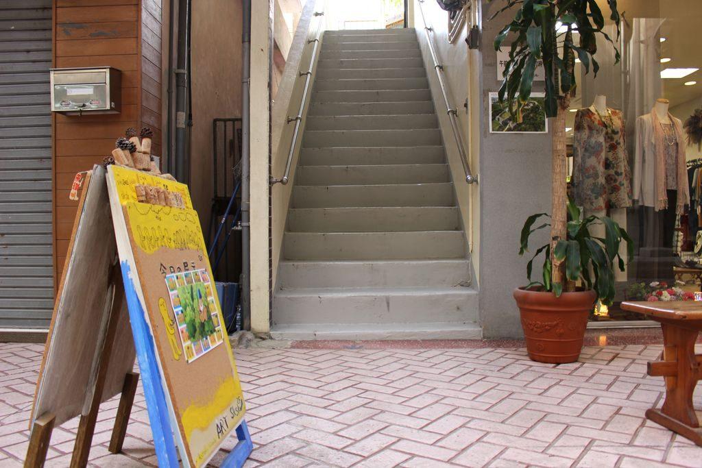 skskへ上がる階段